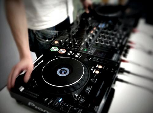 como mezclar música electrónica